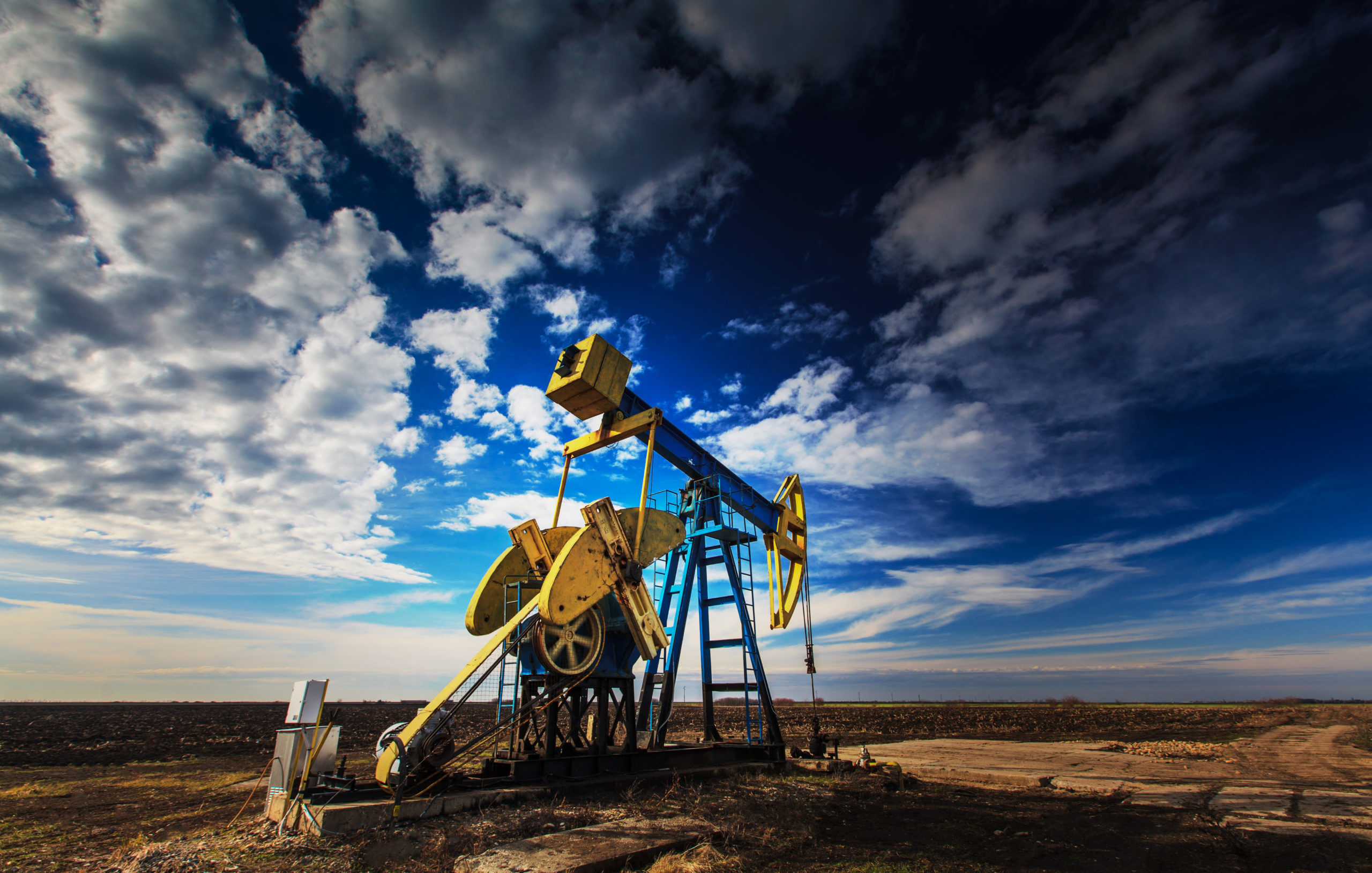 Operating,Oil,Well,Profiled,On,Dramatic,Cloudy,Sky