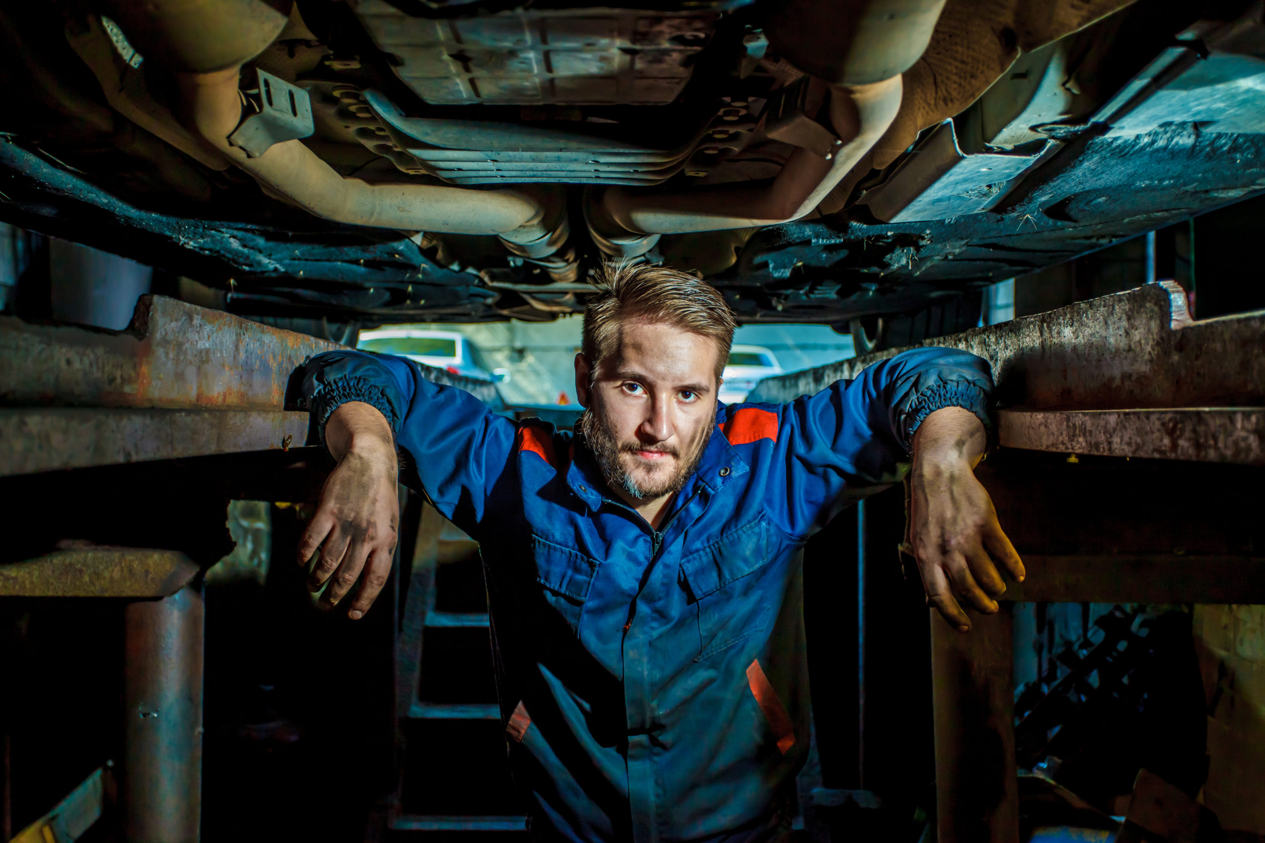Portrait,Of,A,Mechanic,Standing,In,A,Protective,Blue,Suit